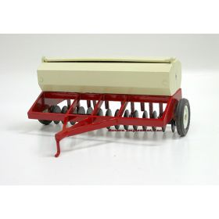 1/16 International Grain Drill