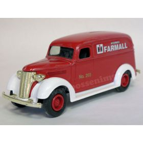 1/25 Chevy panel 1938 Farmall truck bank