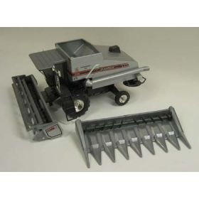 1/24 AGCO Combine Gleaner R62 with Chrome Rims